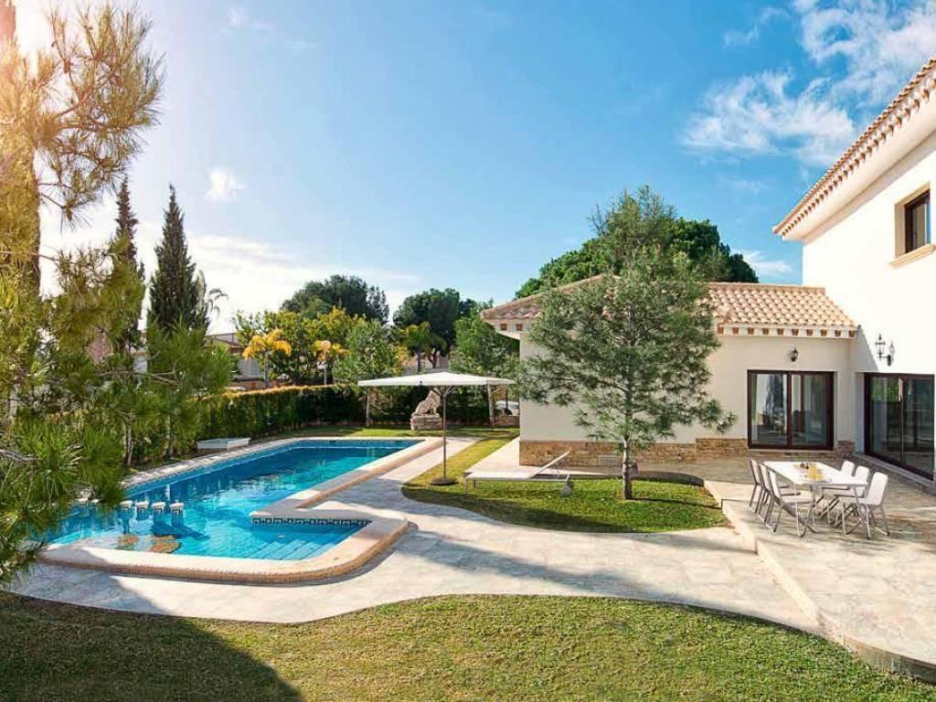 Villa de lujo en campoamor for Villas de lujo en madrid