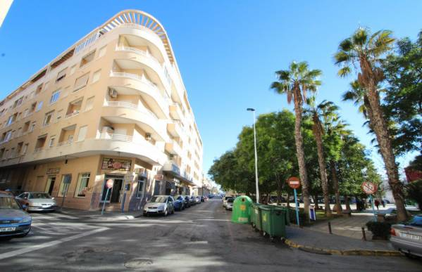 Apartment - Sale - Centro - Torrevieja